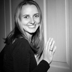 Lilli Braun Fotografin bei Compendium Studios für Photographie Anne Höss Fotografenmeisterin - Inhaberin von Compendium Studios für Photographie - Unternehmensfotografie mit dem Schwerpunkt Personal Brand und Employer Brand in Weil der Stadt,Sindelfingen,