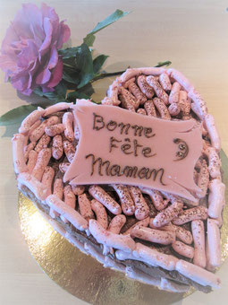 gâteau forme coeur en mousse chocolat et meringuette chocolat
