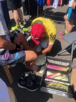 テーピング体験会の様子(当別スウェーデンマラソン2019)