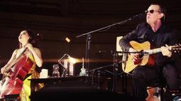 """JB und die chinesische Cellistin und Erhuistin Tinao Guo bei """"Woke Up Dreaming"""" in der Carnegie Hall"""