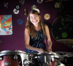Schlagzeugerin Manu Holmer