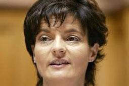Justizministerin Ruth Metzler schaut dem Treiben tatenlos zu.