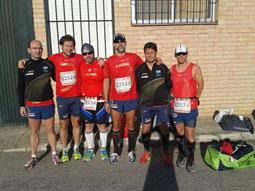 Atletas del Club Maratón Lucena, momentos antes de la prueba.