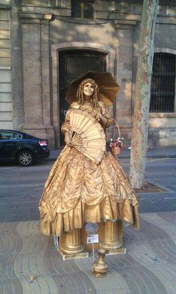 Улица Рамбла живые скульптуры