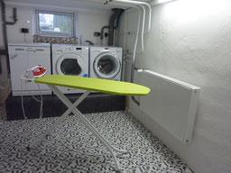 Gästehaus Erle Wirtschaftsraum Waschmaschinen, Trockner und Bügelstation