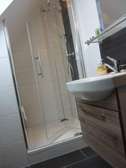 Gästehaus Erle Apartment Fellhorn Bad Waschbecken und Dusche Ansicht