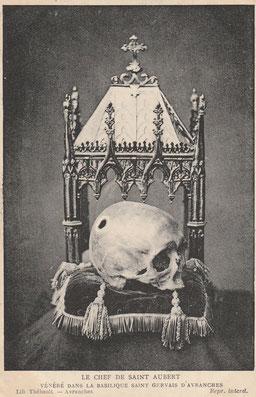 Avranche, St. Gervais: Angeblicher Schädel des Hl. Aubert. Vorkriegspräsentation