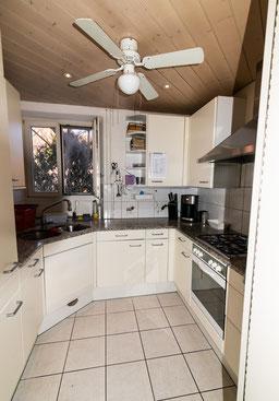 Einblick in die WG ANDOH AG: Klein aber oho - unsere Küche. Quelle: Selbst erstellt.