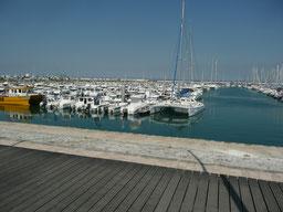 St Denis les bateaux dans le port de plaisance