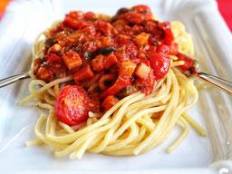 die Essklasse der alten Dorfschule - Spaghetti mit Tomatensugo - vegane Köstlichkeit