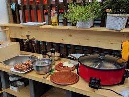 Einfach! Küche! die Sommerküche unserer Dorfschule