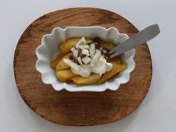 Einfach! Küche! Pommes Frites mit ErdnussSauce -patat oorlog