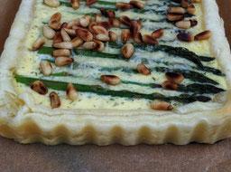 die Essklasse der alten Dorfschule - Quiche mit grünem Spargel und Parmesan