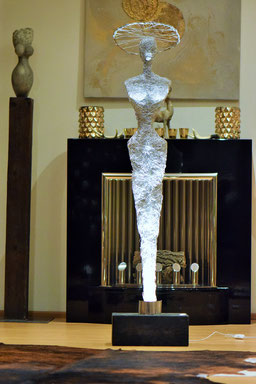 Drahtskulptur Dame Paris mit Hut