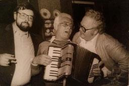 Heinz Rippken (mit Quetsche) und Onno F.Fisser (links)  und Franz-Heinz Schünemann (rechts)