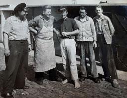 am Anleger : F. van Freeden , K. Habbinga ,  G. Kloster . A. Arends , K. Schmidt  ca. 1960