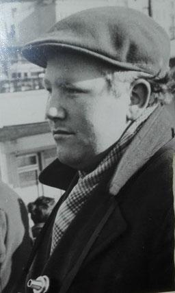 Fotograf F. - H. Schünemann   ;   -- Foto Dresbach und später Foto Wiking--