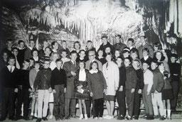 Ausflug der 7. / 8. / 9. Kasse(n) der Volks- u. Realschule Juist, Lehrer : Frau Stahn , Herr Wichtrup, Rektor Trolltenier,  Frau Gerda Frerichs (heute Bockenhaus), 1964 zur Möhnetalsperre.