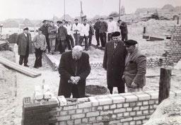 Grundsteinlegung für das damals so genannte Kurmittelhaus. Heute Haus des Kurgastes. Im Herbst 1959 , u.a. Bernhard Wilken , Hini Kloster , R.Richlyk, Rump , Schönrock , u.v.m.