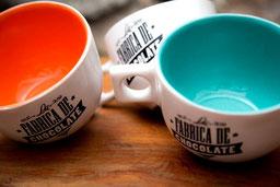 Magnifica fotografía de productos, tazas.