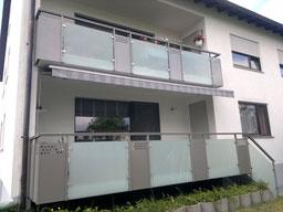 Geländer Glas Balkon Metall Metallbau Stahl Garten Sanieren Design