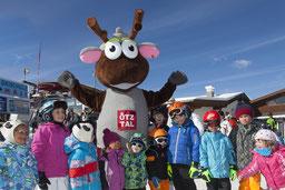 © Ötztal Tourismus; Photograf: Markus Geisler; Ötztal, Region Oetz, Skiregion Hochoetz, mein Kinderschneefest, Skifahren, WIDI, Kinder, Skigebiet, blauer Himmel, Schnee, Wolken