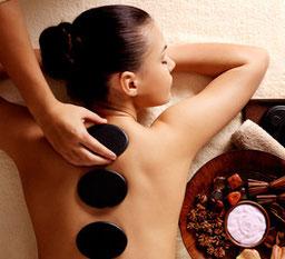 Le Massage eaux Pierres Chaudes véritable soin du corps relaxant et source de Bien-être, modelage détente avec Excellence Wellness & Spa sur BIARRITZ, ANGLET, BAYONNE. En massage duo ou solo.