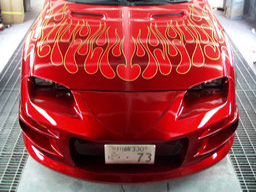 カスタムペイント、トライバル塗装したシボレーカマロ