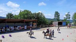 Une grande carrière pour les cours d'équitation