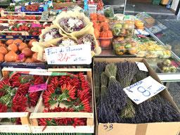 Gemüse- und Früchtestand in Lugano