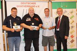 v.li.: Jörg Dannemann (2.), Markus Heblich (1.), Wolfram Bommersheim 3.) und DSkV Präsident Hans-Jürgen Homilius