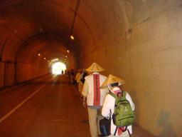 小野坂トンネルを行く