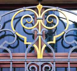 Reichsstraße 3, Kunstvolle Fenstervergitterung