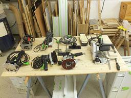 Werkzeuge Tauchsäge,  Oberfräse, Flachdübelfräse Dominodüble,r Kappsäge, Schwingschleifer,  Exenterschleifer, Bandschleifer,  Akkuschrauber