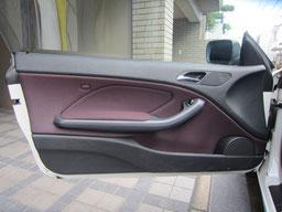 BMW318CIクーペ ドア(内装内張り)ノブの塗装の剥がれ(剥げ)・めくれ・傷・ベタ付き(ネバ付き)のリペア(修理・修復・再生)後の助手席ドアの写真