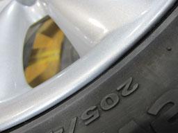 ミニクーパー、純正アルミホイールのガリ傷・擦りキズのリペア(修理・修復)後のホイールアップ写真2