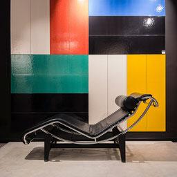 Farbige Fliesen der Kollektion Le Corbusier