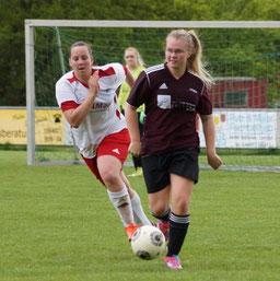 Janina Görlich (am Ball) ließ mit dem Team der FSG Ebsdorfergrund dem FC  Allertshausen wenig Chancen zu
