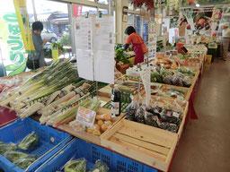 ●お店のなかには、朝採れたばっかりの調布産野菜がたくさん並んでいました!めずらしい野菜もあります