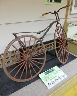 ●国産ミショー型自転車。明治の初め頃、日本の鍛冶職人が見様見真似で作ったものだそうです