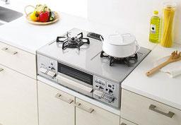 流し台キッチンで一段低いガス台に設置し、ゴムホースでガス栓と結ぶコンロ。「ガステーブル」と呼ぶことが多い。一般の方でも設置・交換が可能です。