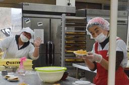 手作りアップルパイお母さんたち