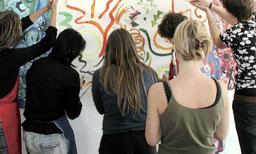 teambildung gruppe zusammen malen