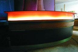 Bartheken mit Beleuchtung für den gewerblichen, aber auch privaten Bereich, © Ladenbau Berschneider, Deining