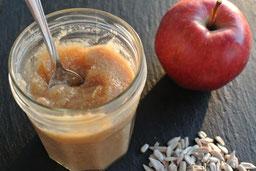 Nussige Marmelade mit Apfel