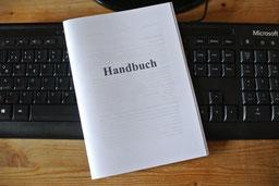 Erstellen Sie ein eigenes Handbuch - gut organisiert am Arbeitsplatz