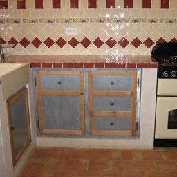 Porte d'élement de cuisine en zinc réalisé par l'entreprise Tempérault Bruno située à Rouillac en Charente