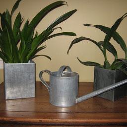 Caches pots ou arrosoir en zinc réalisés par l'entreprise Tempérault Bruno située à Rouillac en Charente