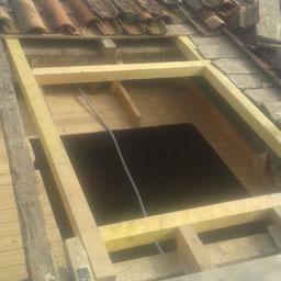 Trou pour l'emplacement d'une fenetre de toit Velux sur toit réalisé par l'entreprise Tempérault Bruno situé à Rouillac (16)