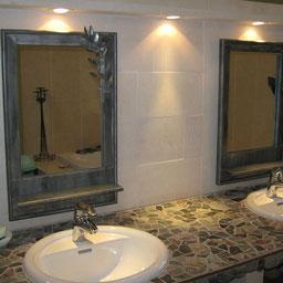 Miroir en zinc dans une salle de bain réalisé par l'entreprise Tempérault Bruno Sitée en Charente à Rouillac